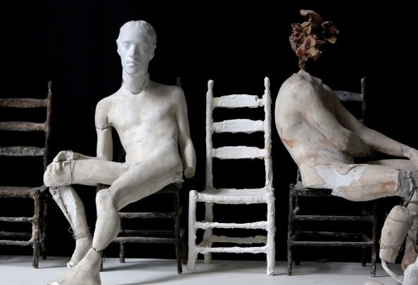 Francis and Alex, plaster figures with bronze chairs, 2001 (photo © Tobias Staebler)